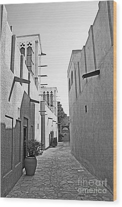 Black And Whitetraditional Middle Eastern Street In Dubai Wood Print by Chris Smith