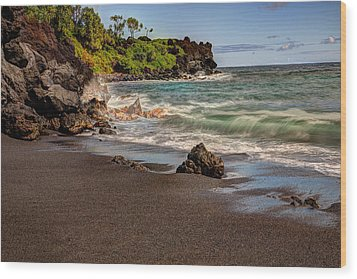 Wood Print featuring the photograph Black Sand Beach Maui by Shawn Everhart
