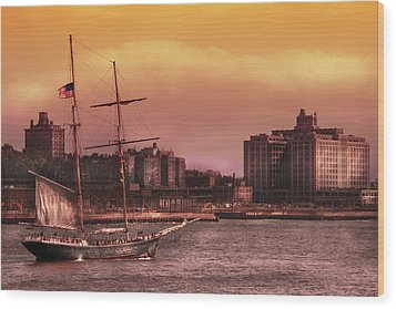 Boat - Ny - The Clipper  Wood Print by Mike Savad