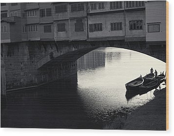 Boatmen And Ponte Vecchio, Florence, Italy Wood Print by Richard Goodrich