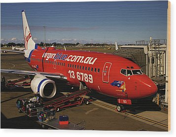 Wood Print featuring the photograph Boeing 737-7q8 by Tim Beach