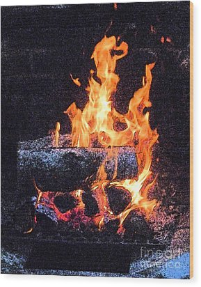 Wood Print featuring the photograph Bon Fire In Fresco by Margie Avellino