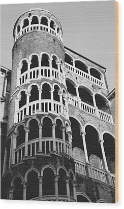 Bovolo Staircase In Venice Black And White Wood Print by Michael Henderson