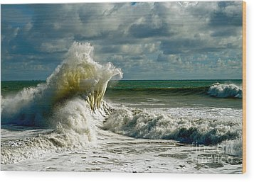 Breakwater Backwash Wood Print by Michael Cinnamond