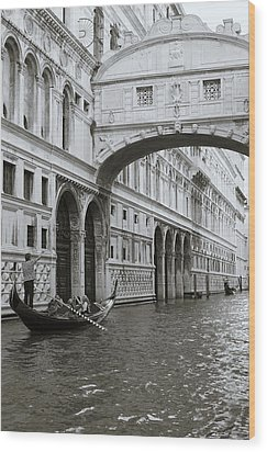 Bridge Of Sighs And Gondola, Venice, Italy Wood Print by Richard Goodrich