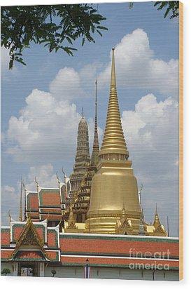 Buddhist Chedi - Bangkok Wood Print by Mike Holloway