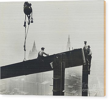 Building The Empire State Building Wood Print by LW Hine