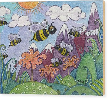 Bumble Bee Buzz Wood Print