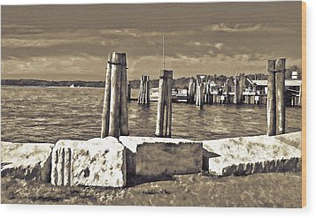 Burlington Pier Wood Print by Rena Trepanier