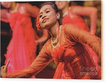 Burmese Dance 1 Wood Print by Werner Padarin