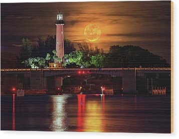 Burning Moon Rising Over Jupiter Lighthouse Wood Print by Justin Kelefas