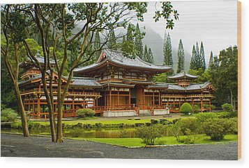 Byodo-in Temple Wood Print by Rob Tullis