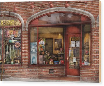 Cafe - Westfield Nj - Tutti Baci Cafe Wood Print by Mike Savad