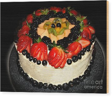 Cake Decorated With Fresh Fruit Wood Print by Sue Melvin
