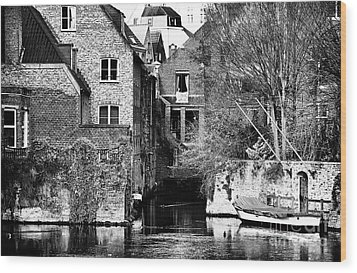 Canal Living In Bruges Wood Print by John Rizzuto