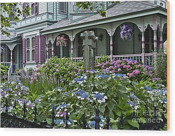 Cape May House And Garden. Wood Print by John Greim