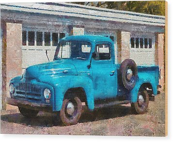 Car - Truck - An International Old Truck Wood Print by Mike Savad