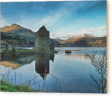 Castle On The Loch Wood Print by Lynn Bolt