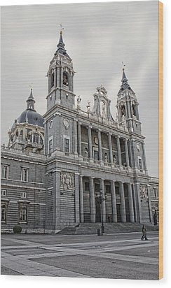 Wood Print featuring the photograph Catedral De La Almudena by Angel Jesus De la Fuente