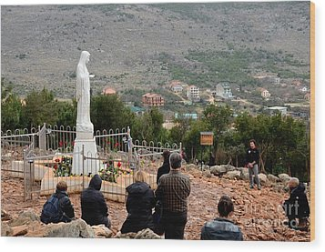 Catholic Pilgrim Worshipers Pray To Virgin Mary Medjugorje Bosnia Herzegovina Wood Print