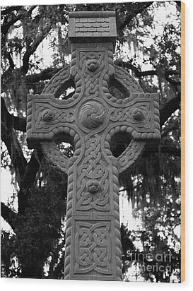Celtic Cross In Emmet Park Wood Print by Carol Groenen