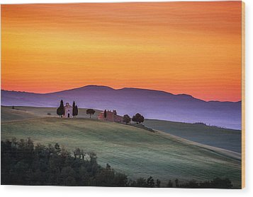 Chapel And Farmhouse In Tuscany Wood Print by Andrew Soundarajan