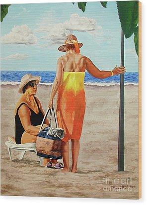 Chat On The Beach - Chat En La Playa Wood Print