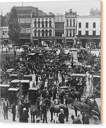 Cheapside Public Square In Lexington - Kentucky - April 7  1920 Wood Print by International  Images