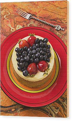 Cheesecake On Red Plate Wood Print by Garry Gay
