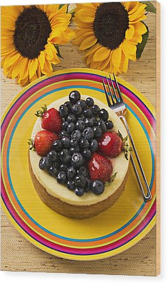 Cheesecake With Fruit Wood Print by Garry Gay