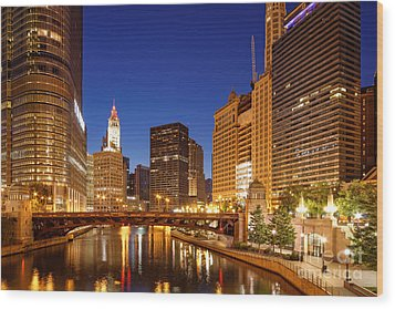 Chicago River Trump Tower And Wrigley Building At Dawn - Chicago Illinois Wood Print