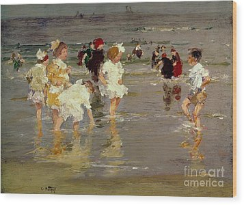 Children On The Beach Wood Print by Edward Henry Potthast