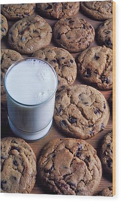 Chocolate Chip Cookies And Glass Of Milk Wood Print by Garry Gay