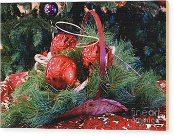 Christmas Centerpiece Wood Print by Vinnie Oakes