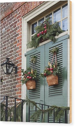 Christmas Welcome Wood Print by Sally Weigand