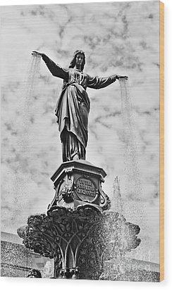 Cincinnati Fountain Tyler Davidson Genius Of Water Statue Wood Print by Paul Velgos