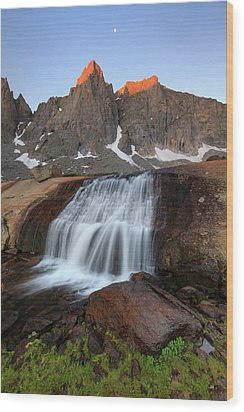 Wood Print featuring the photograph Cirque Of The Towers Sunrise. by Johnny Adolphson