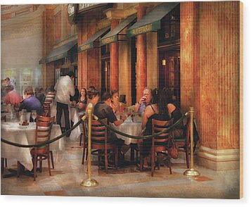 City - Venetian - Dining At The Palazzo Wood Print by Mike Savad