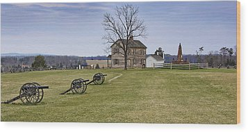Civil War Cannons And Henry House At Manassas Battlefield Park - Virginia Wood Print by Brendan Reals
