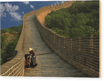 Cleaning The Great Wall Wood Print by Harry Spitz