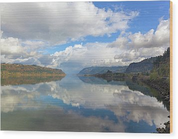 Clouds Reflection On The Columbia River Gorge Wood Print by David Gn