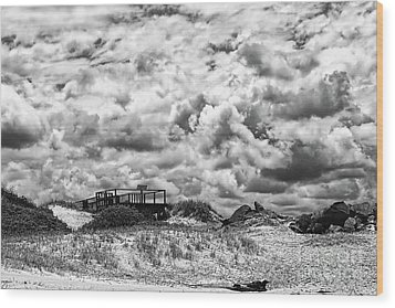 Wood Print featuring the photograph Cloudy Beach Black And White By Kaye Menner by Kaye Menner
