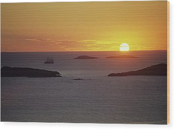 Club Med Sailing Into Sunset Wood Print by Don Kreuter
