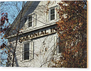 Colonial Inn Wood Print
