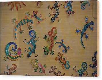 Color Lizards On The Wall Wood Print by Rob Hans