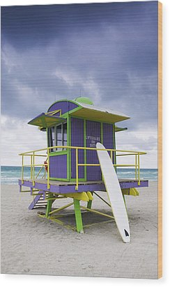 Colorful Lifeguard Station And Surfboard Wood Print by Jeremy Woodhouse