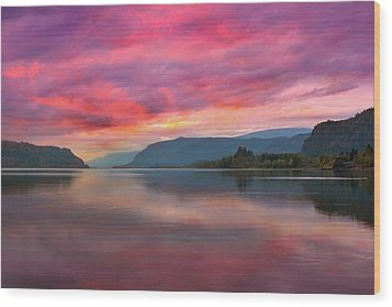 Colorful Sunrise At Columbia River Gorge Wood Print by David Gn