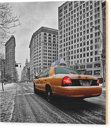 Colour Popped Nyc Cab In Front Of The Flat Iron Building  Wood Print by John Farnan