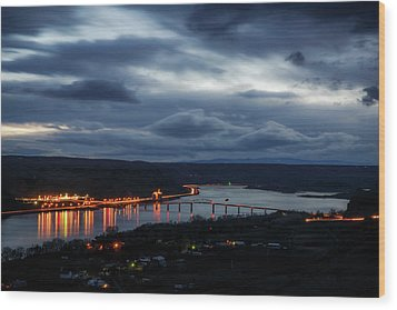 Wood Print featuring the photograph Columbia River by Cat Connor