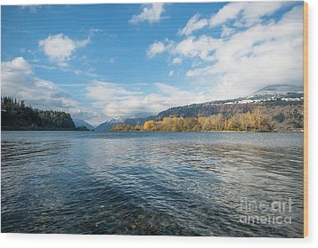 Columbia River Wood Print by Linda Steider